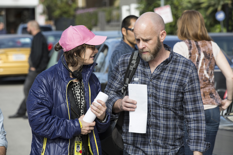 Produtora Executiva Gale Anne Hurd e o Produtor Executivo/Showrunner Dave Erickson - Fear the Walking Dead 1ª Temporada, Episódio 1 | Foto por Justin Lubin/AMC