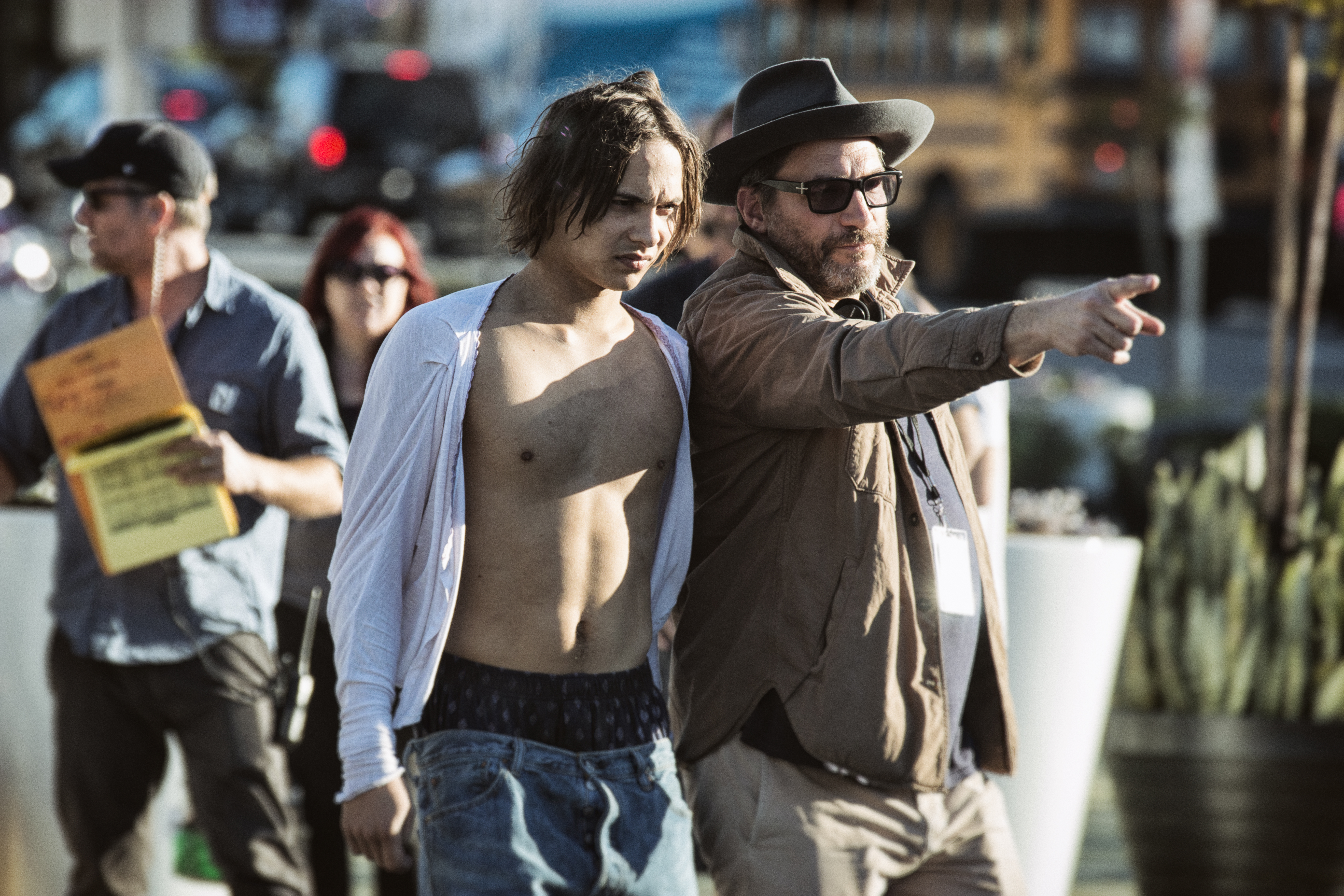 Frank Dillane como Nick e Co-Produtor Executivo Adam Davidson - Fear the Walking Dead 1ª Temporada, Episódio 1 | Foto por Justin Lubin/AMC