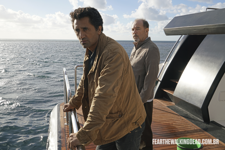 "Travis Manawa e Daniel Salazar - Fear the Walking Dead S02E01 - ""No Safe Harbor"""