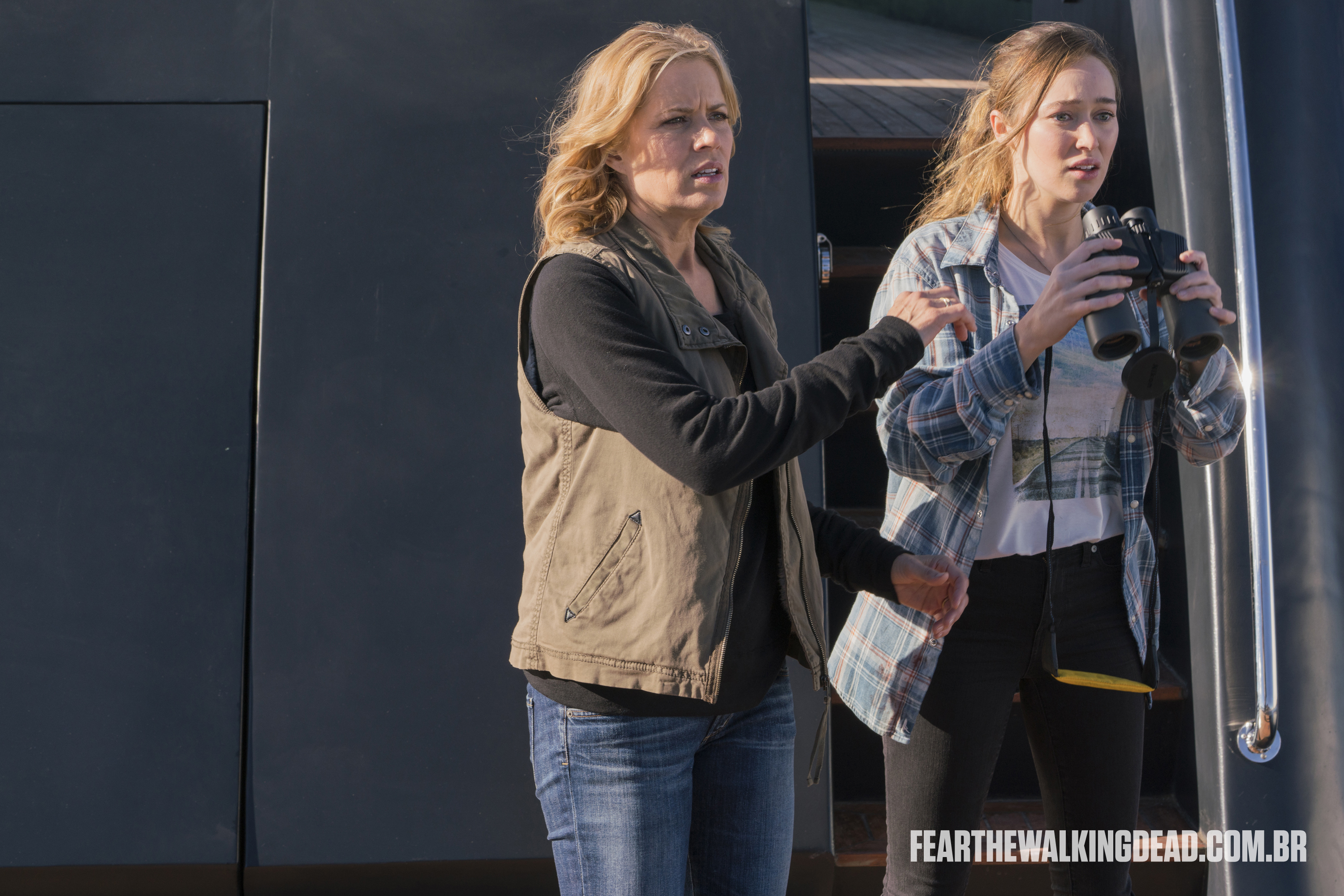 "Madison Clark e Alicia Clark - Fear the Walking Dead S02E01 - ""No Safe Harbor"""