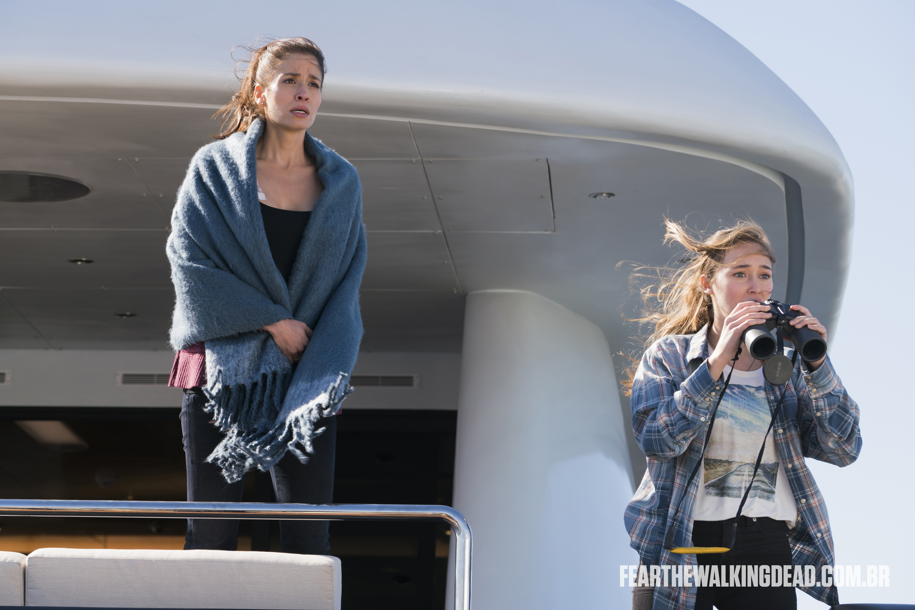 "Ofelia Salazar e Alicia Clark - Fear the Walking Dead S02E01 - ""No Safe Harbor"""