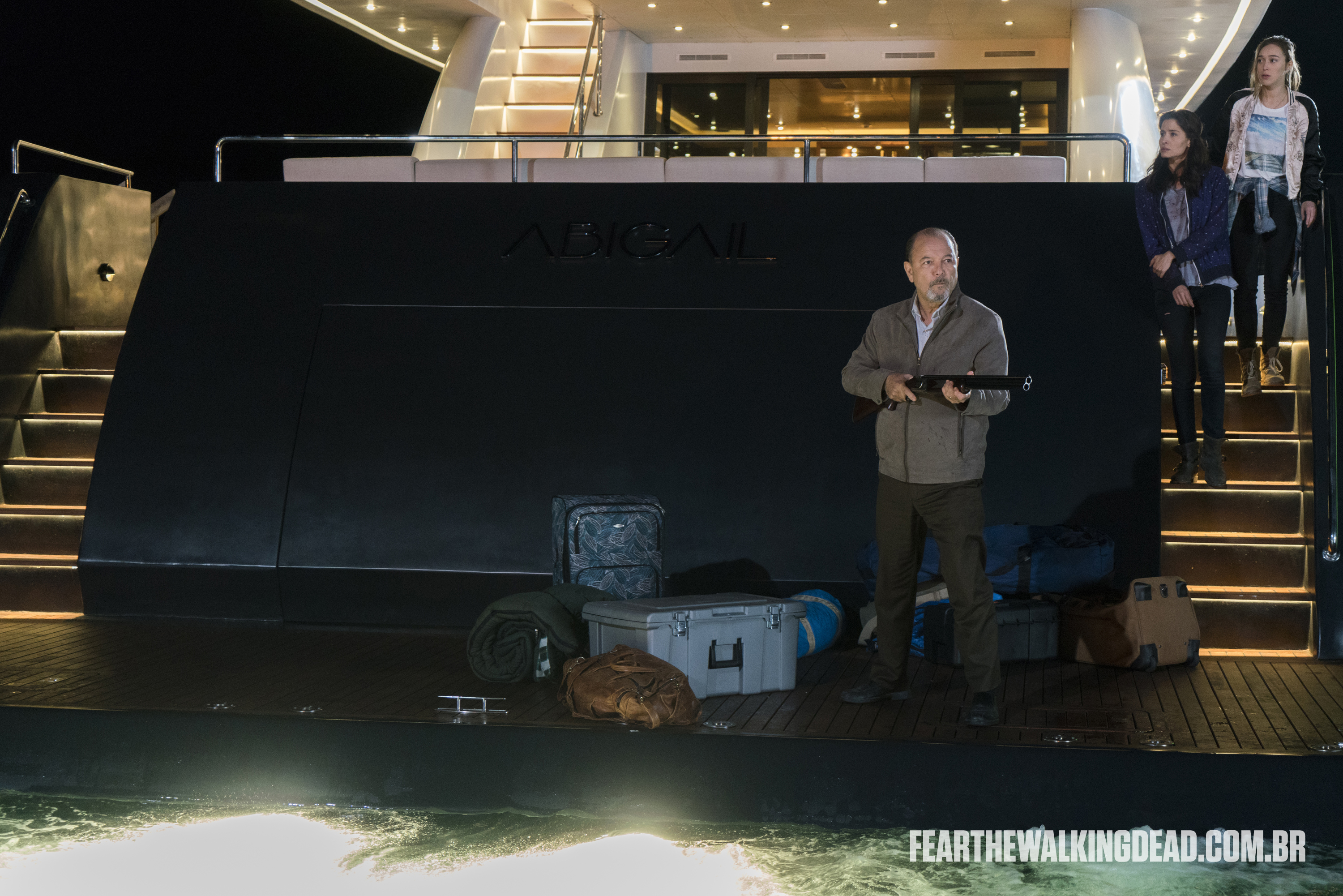 "Daniel Salazar, Ofelia Salazar e Alicia Clark - Fear the Walking Dead S02E01 - ""No Safe Harbor"""
