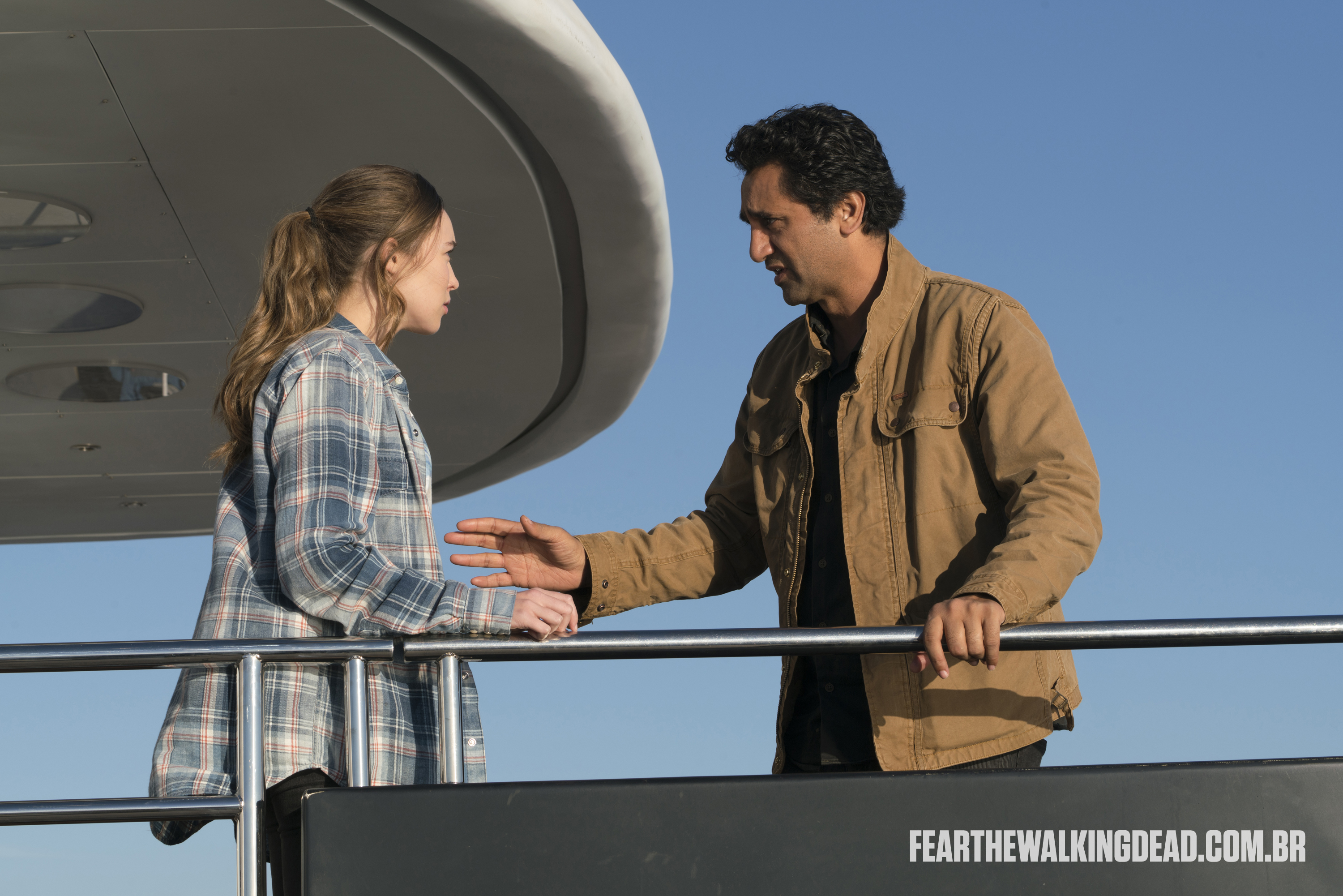 "Travis Manawa e Alicia Clark - Fear the Walking Dead S02E01 - ""No Safe Harbor"""