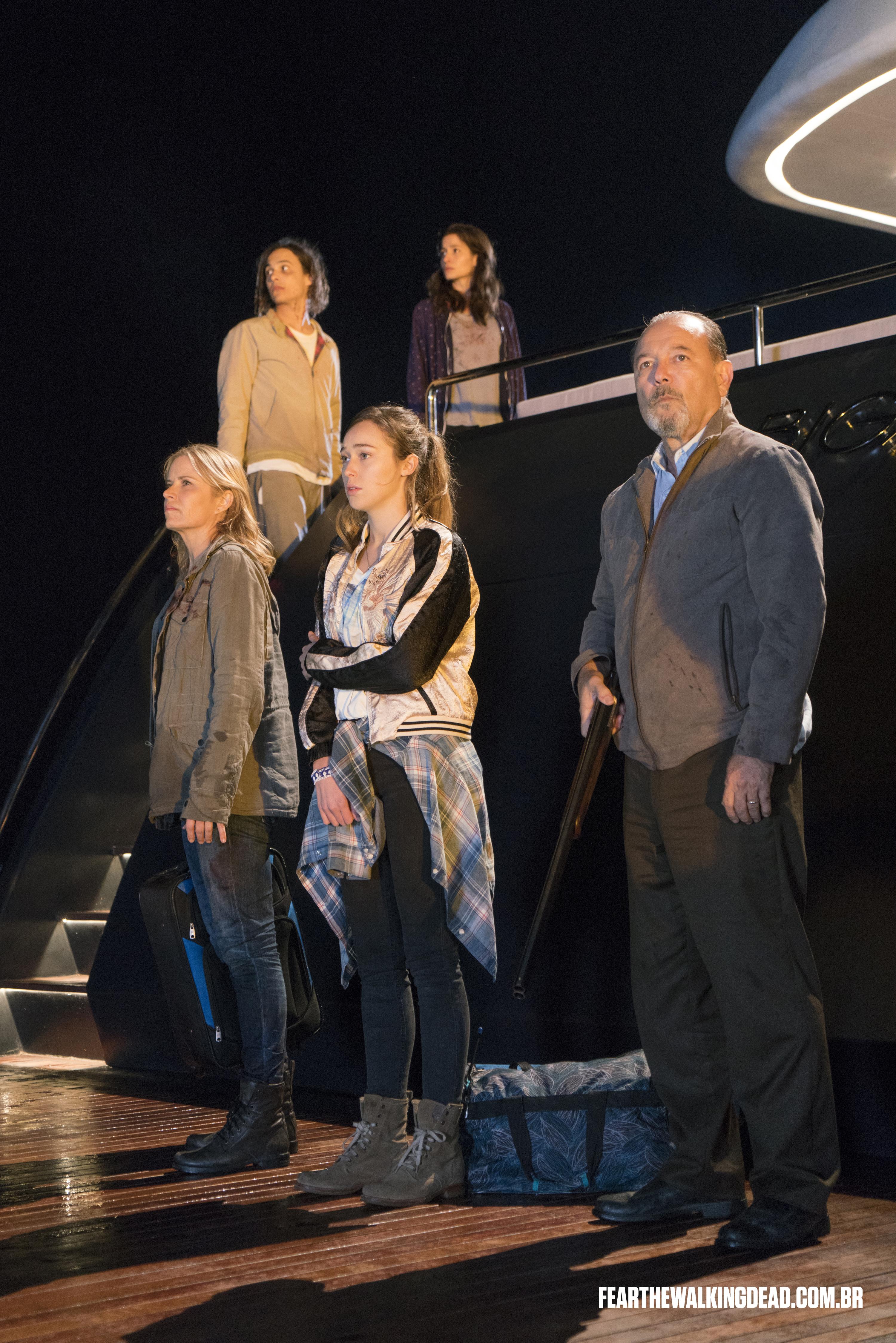 "Madison Clark, Nick Clark, Daniel Salazar, Ofelia Salazar e Alicia Clark - Fear the Walking Dead S02E01 - ""No Safe Harbor"""