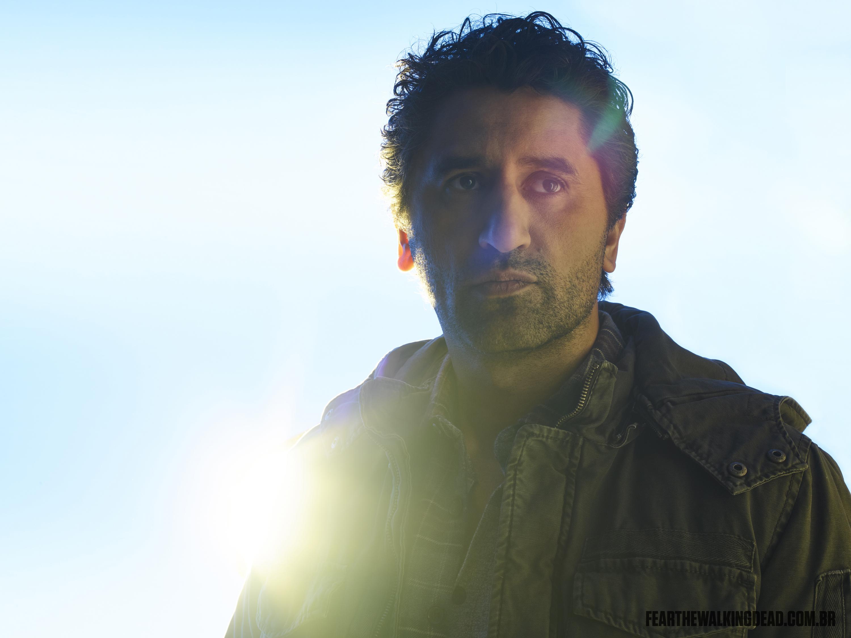 Cliff Curtis como Travis Manawa - 2ª Temporada de Fear the Walking Dead