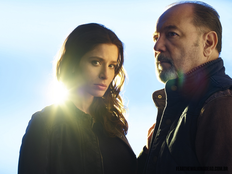Rubén Blades e Mercedes Mason como Daniel Salazar e Ofelia Salazar - 2ª Temporada de Fear the Walking Dead