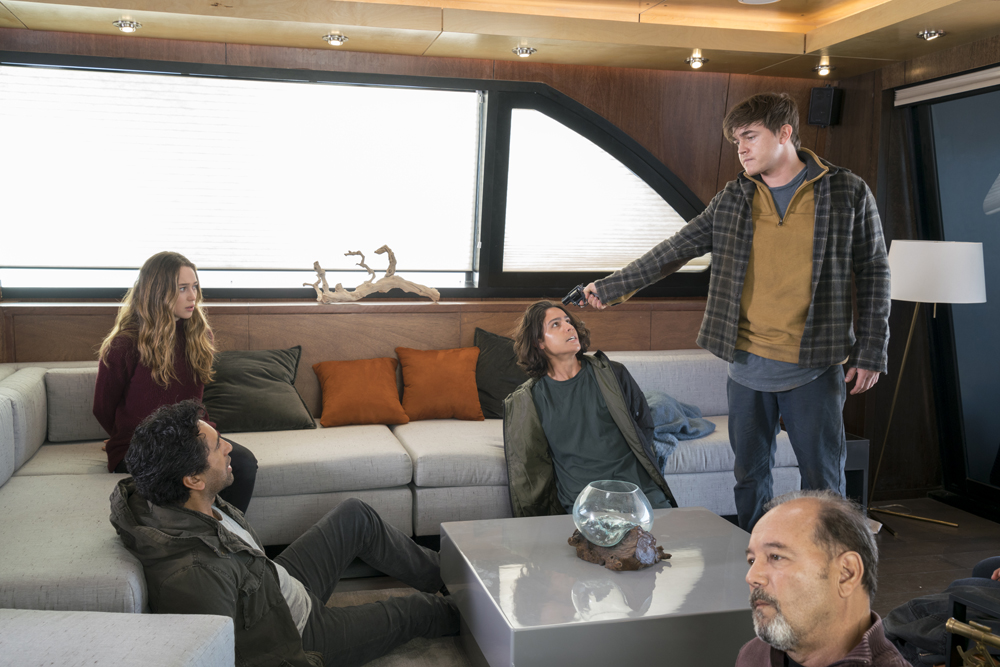 fear-the-walking-dead-s02e04-blood-in-the-streets-review-002