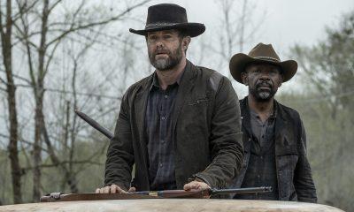 John e Morgan observando em imagem do 8º episódio da 6ª temporada de Fear the Walking Dead