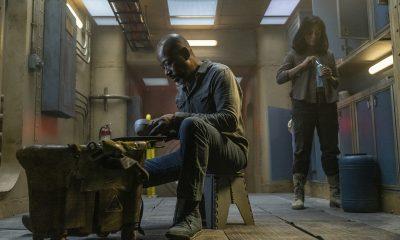 Morgan e Grace se alimentando no submarino no episódio 2 da 7ª temporada de Fear the Walking Dead.